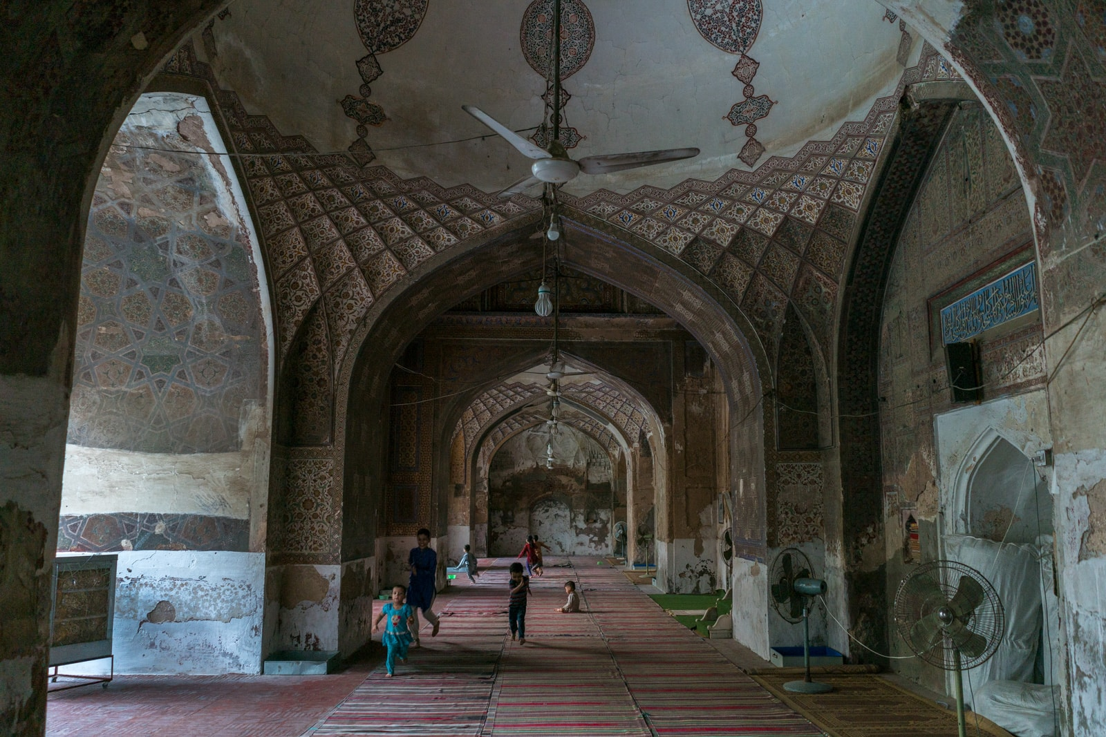 Unique things to do in Lahore - Children playing in Miryam Zamani mosque in Lahore, Pakistan