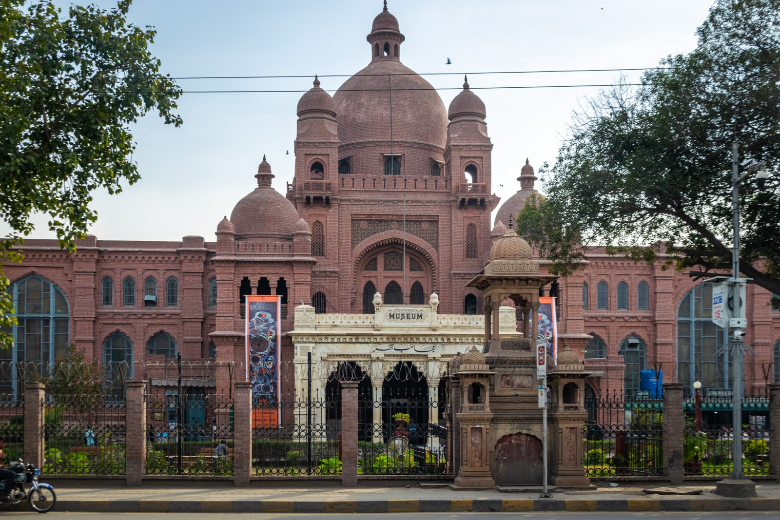 Things to do in Lahore, Pakistan - Lahore Museum exterior