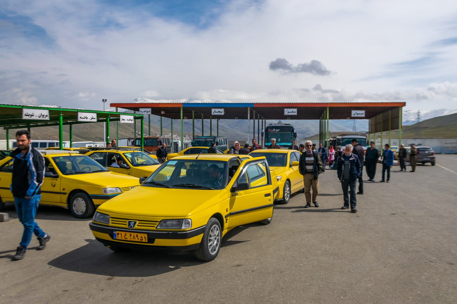 Shared taxis to the border