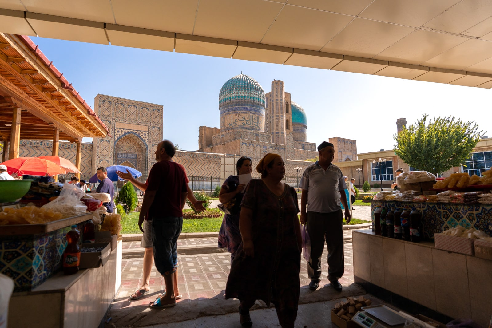 Shoppers at the Siab bazaar in Samarkand, Uzbekistan