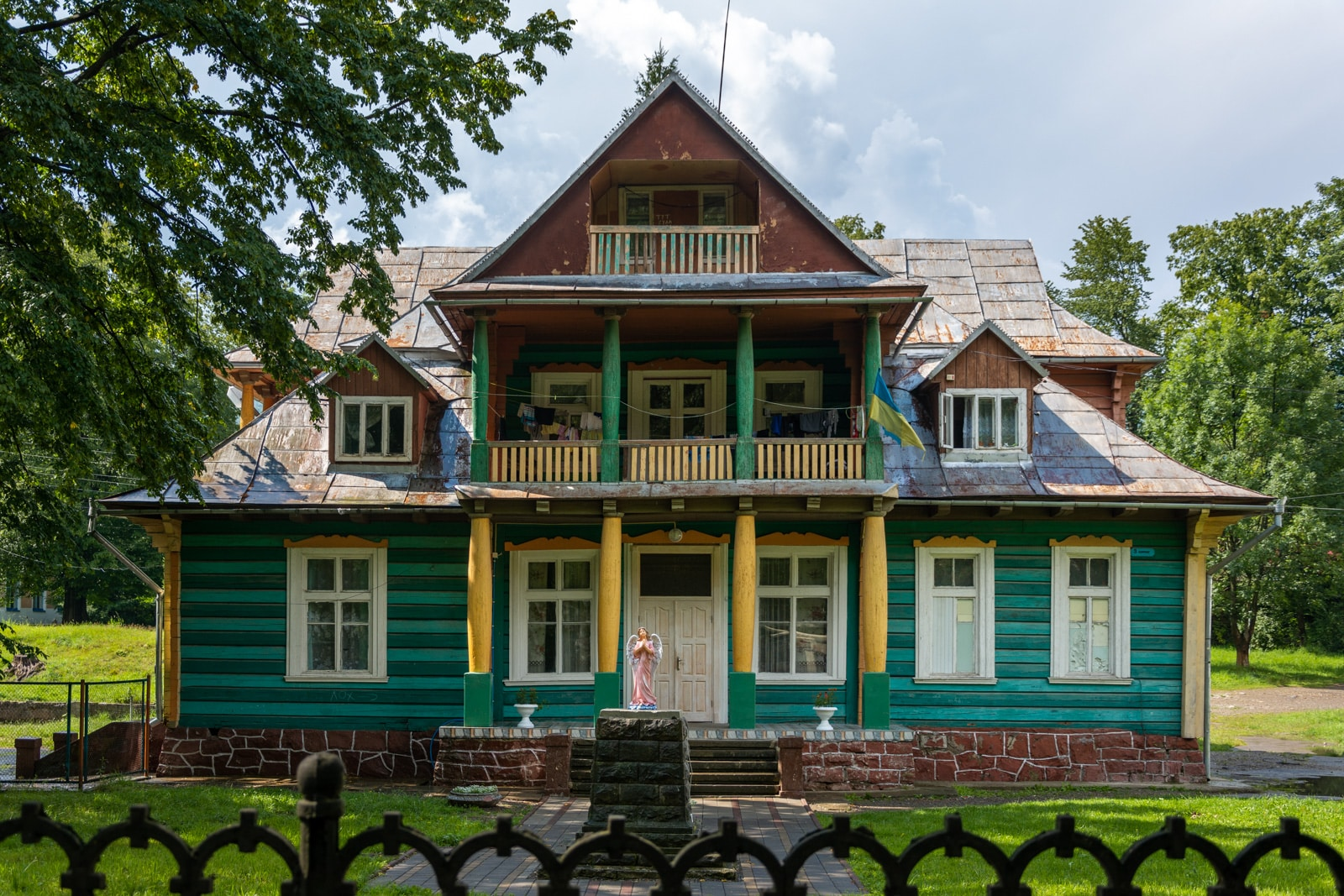 Carphantian house in Ukraine