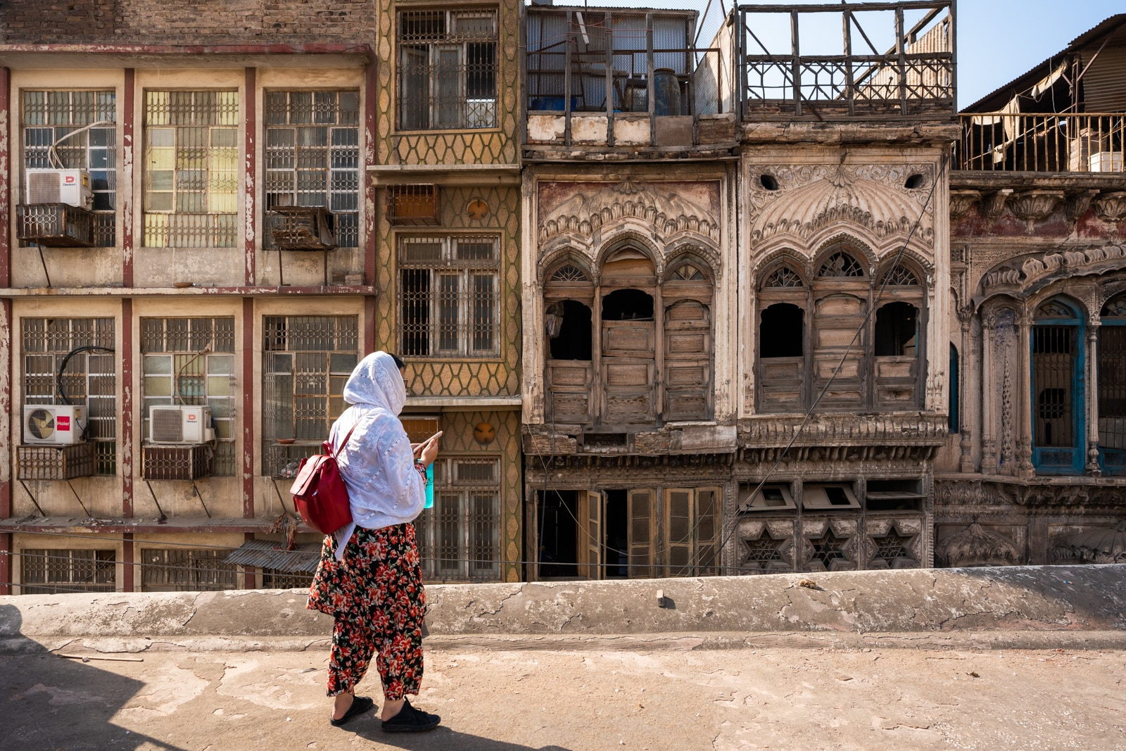 Girl on the roof of Mahabat Khan mosque in Peshawar, Pakistan