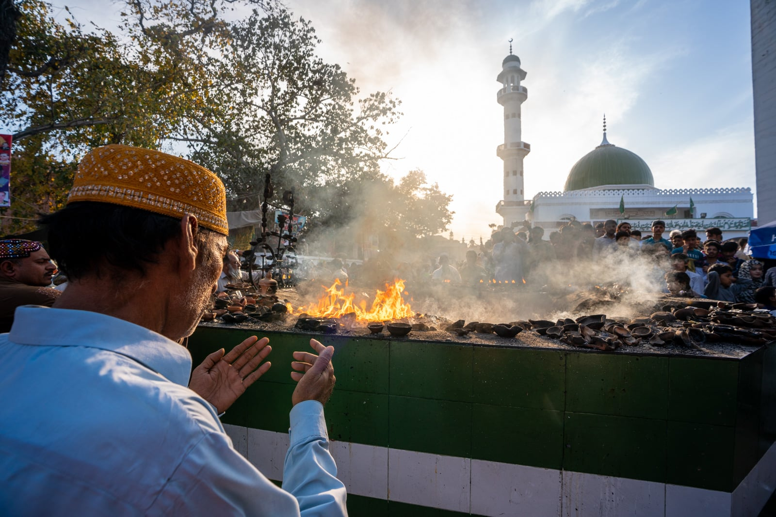 Man praying at a sufi shrine in Lahore, Pakistan